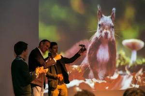 Bokaal wnf winaar fotowedstrijd overhandigd 2013